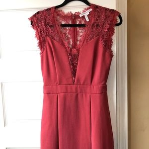 Short lace pleated dress